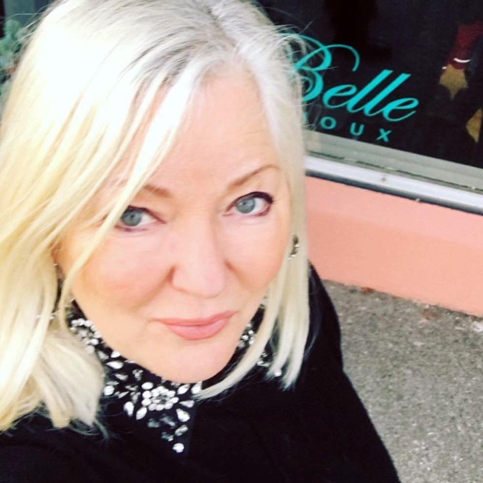 Terri Stapleford Fylling Eier / Stylist i Belle Bijoux
